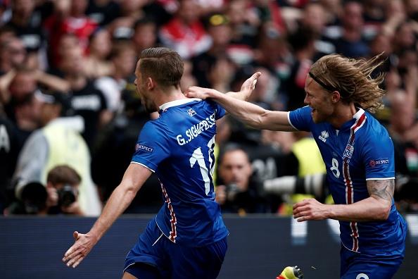Gylfi Sigurdsson celebrates after netting from the spot against Hungary. (Photo: Burak Akbulut/Anadolu Agency/Getty Images)