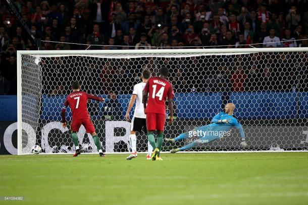Ronaldo atirou ao poste!