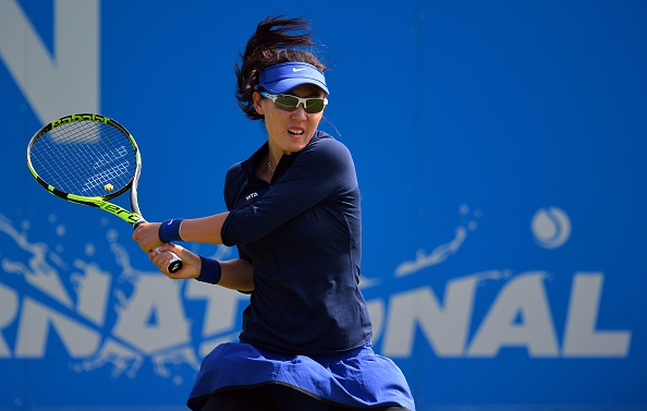 Zheng reels off four games in a row to grab the first set | Photo: Glyn Kirk/Getty Images