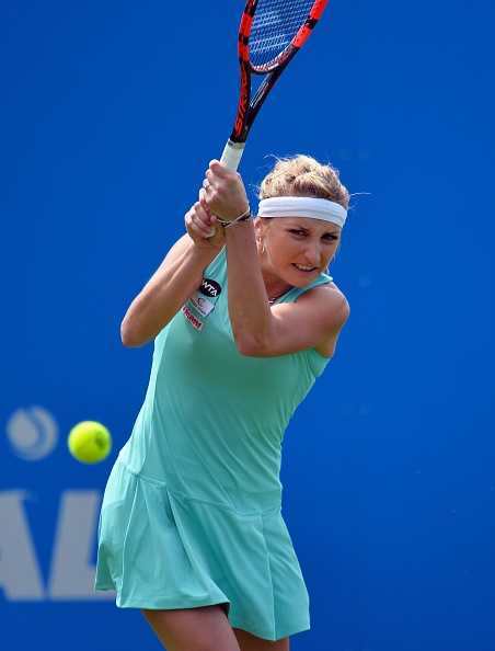 Bacsinszky finds a way to get back into the set | Photo: Glyn Kirk/Getty Images