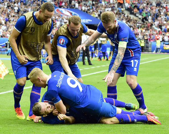 Bödvarsson is mobbed by teammates as he secures all three points at the death. (Photo: TOBIAS SCHWARZ/AFP/Getty Images)
