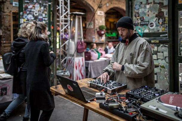 DJ en Szimpla Kert | Foto: Facebook