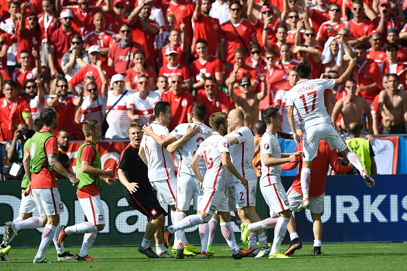 Poland players celebrate their victory | Photo: Martin Bureau/AFP/Getty Images