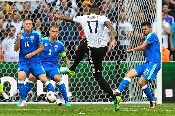 Jerome Boateng fires home a stunning opener. (Photo: JOE KLAMAR/AFP/Getty Images)