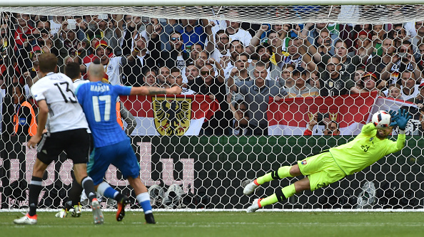 Mesut Özil watches on as his penalty is pushed away. (Photo: PHILIPPE HUGUEN/AFP/Getty Images)