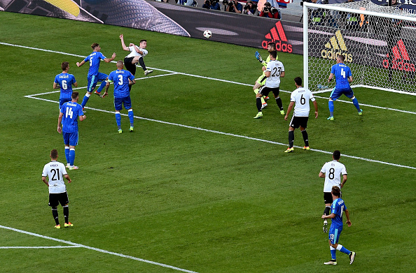 And here's Draxler's finish; a superb one. (Photo: Matthias Hangst/Getty Images)