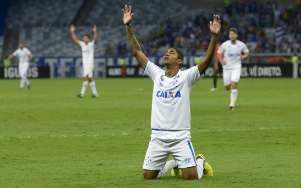 Raniel marcou seu primeiro gol com a camisa do Cruzeiro diante da Chape (Foto: Divulgação/Cruzeiro)