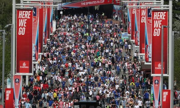 Así llegaban los aficionados de ambas parcialidades a Wembley | Foto: Getty Images.
