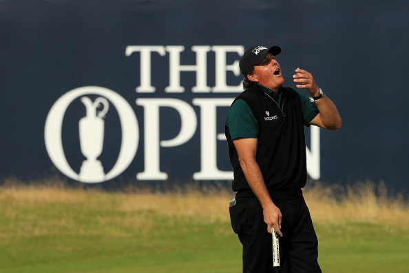 Mickelson's record-breaking putt lipped out at 18 (photo:getty)