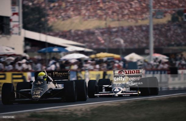 Nelson Piquet (6) christened the track with an incredible pass on Ayrton Senna (12) in 1986. | Photo: Getty Images/Rainer W.Schegelmilch