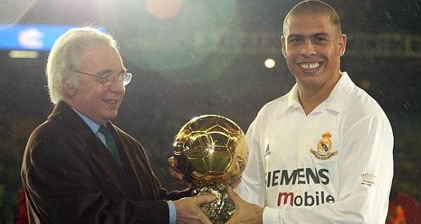 A Bola de Ouro em 2002 (Foto: Reprodução)