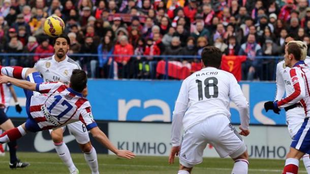 Escorzo de gol al máximo rival (foto:foxdeportes)