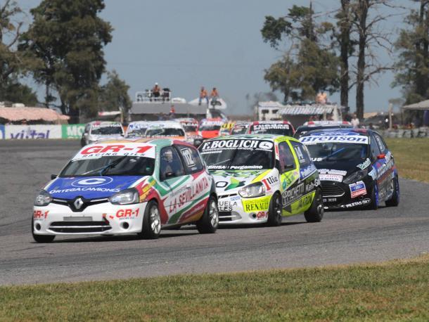 Juan Ortega es seguido muy de cerca por las maquina de Domenech y Posco. Foto: APAT.