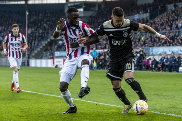 Tadić en acción / foto: Twittter oficial Ajax.