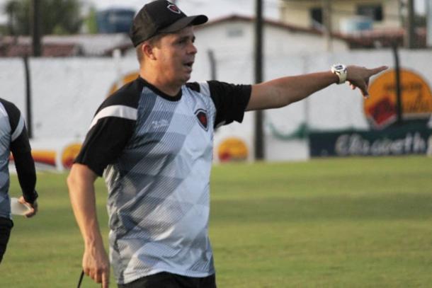 Evaristo Piza comandou o último treino do Belo com portões fechados (Foto: divulgação/Botafogo-PB)