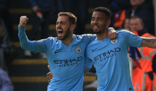 Gabriel Jesús junto a Bernardo Silva / Foto: Twitter oficial Manchester City