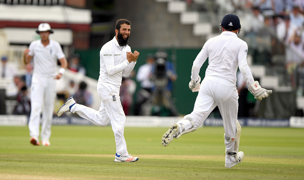 Moeen Ali's spin was crucial in removing Pakistan's middle order. | Photo: Stu Forster/Getty Images