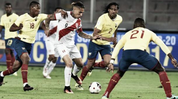 En su último partido como local, Ecuador cayó 2-1 ante Perú   Foto: FEF