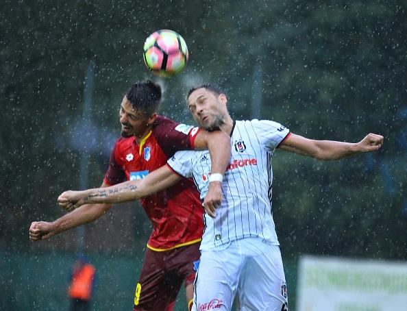 Hoffenheim and Besiktas battle in pre-season friendly action. (Photo: Mustafa Yalcin/Anadolu Agency/Getty Images)