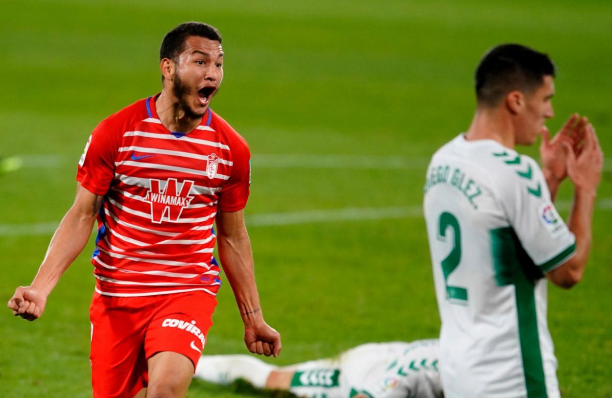 Luis Suárez celebra el gol de la victoria ante el Elche. Foto Granada CF