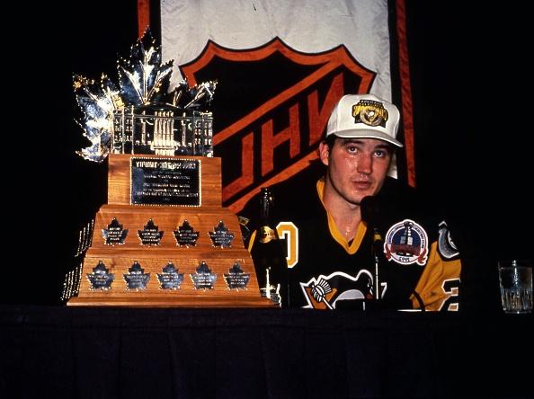 Lemieux con el Conn Smythe Trophy | CBC.ca