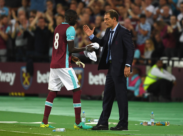 Above: West Ham United midfielder Cheikhou Kouyate with manager Slaven Bilic | Photo: Getty Images