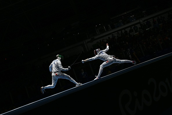 Schwantes na luta contra Grumier, na segunda fase (Foto: Kirill Kudryavtsev / AFP / Getty Images)
