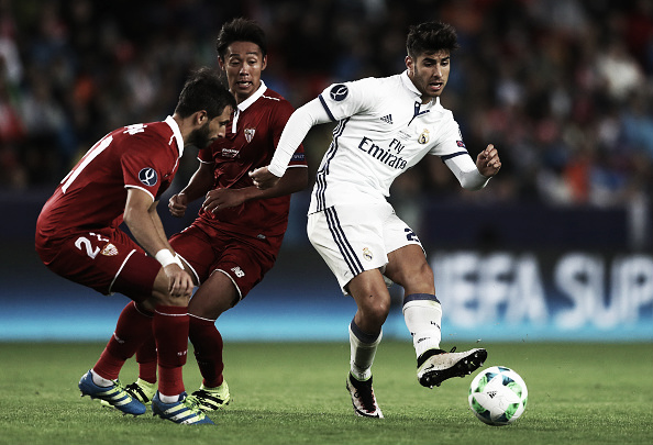 Asensio contra o Sevilla na Supercopa da Uefa | Foto: Angel Martinez/Getty Images