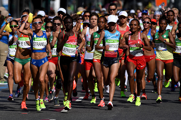 157 athletes started the race, 133 finished, 3 reached the ultimate success. Respect for everyone who managed to run the overwhelming 42.3 kilometers. Photo:Getty/David Ramos