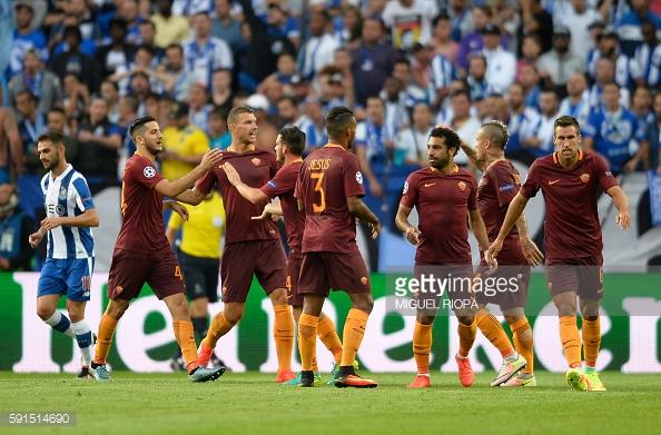 """A equipa de Totti conseguiu ficar na frente do marcador por """"culpa"""" de Felipe."""