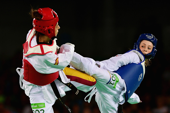 Jones' leg power was too great for the Spaniard (photo:getty)