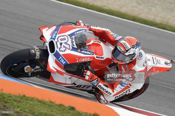 Dovizioso attackin a left-hander - Getty images