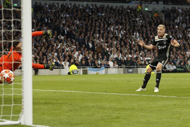 El momento del gol / foto: Twitter oficial Ajax