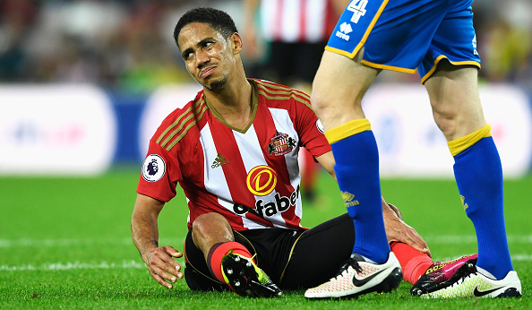 Above: Steven Pienaar  disappointed by his shot | Photo: Getty Images