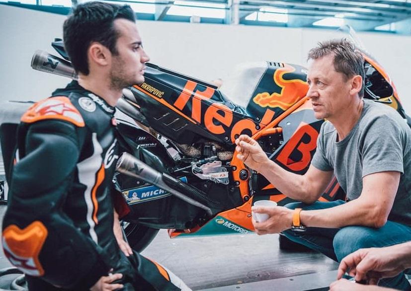Dani Pedrosa junto a Mike Leitner en una prueba de KTM. Foto: instagram.com