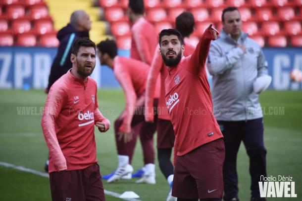 Messi y Suárez sobre el césped de Anfield | Fuente: Noelia Déniz (VAVEL)