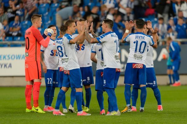 I giocatori del Lech Poznan festanti a fine gara. Foto: Jakub Kaczmarczyk (PAP).
