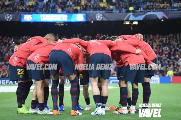 Conjura de los jugadores del FC Barcelona en el calentamiento. FOTO: Noelia Déniz