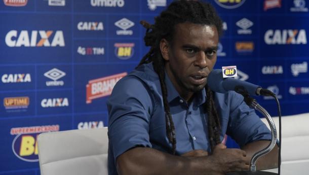 Tinga fica até dezembro no cargo e depois deixa o clube celeste (Foto: Washington Alves / Light Press / Cruzeiro)