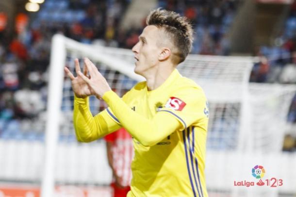 Salvi Sánchez celebra uno de sus goles la semana pasada en Almería | Foto: LaLiga 123