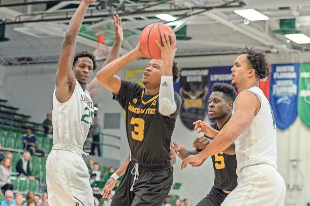 Scott drives to the basket against two Jacksonville defenders in Kennesaw State's loss/Photo: Todd Drexler/Marietta Daily Journal