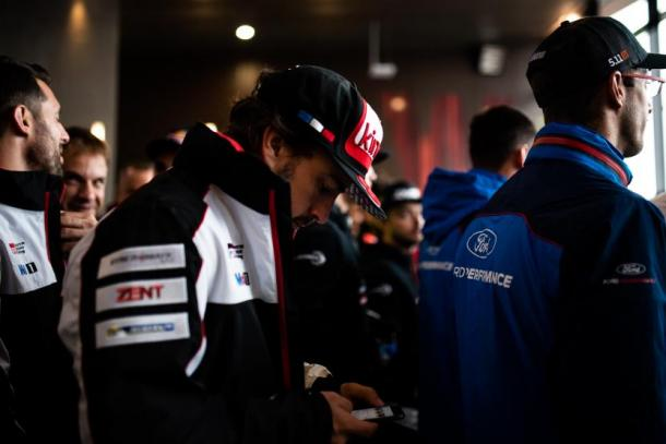 Fernando Alonso en el briefing. Foto: WEC