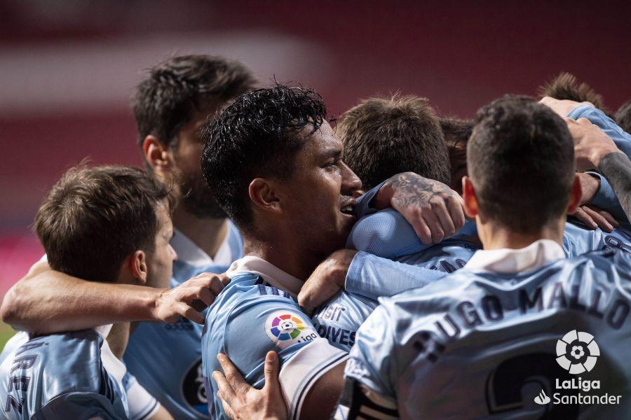 Renato Tapia celebrando el segundo gol con sus compañeros. | Foto: La Liga.