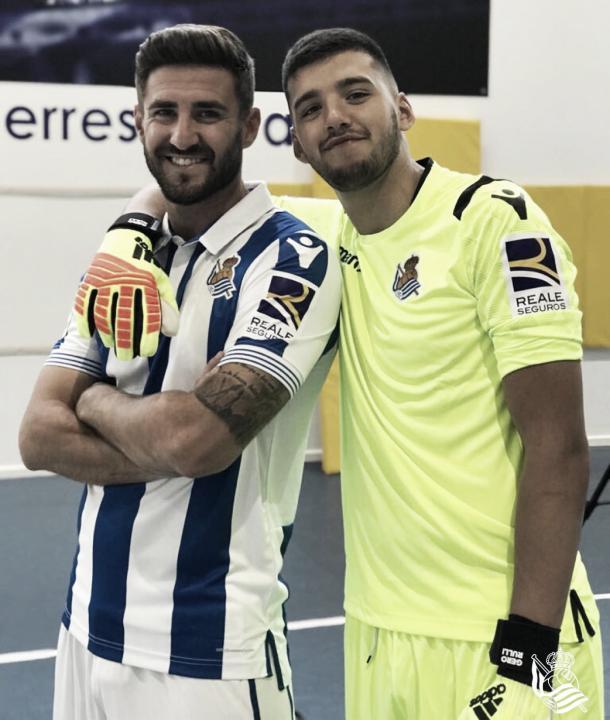 Raúl Navas posa junto a Gerónimo Rulli / Foto: Real Sociedad