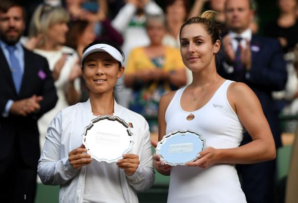 Dabrowski and Xu with their Wimbledon runner-up plates | Photo: Shaun Botterill