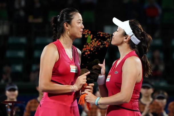 The Chan sisters with their Osaka title | Photo: Koji Watanabe