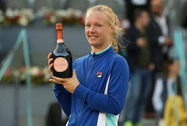 Kiki Bertens with her Madrid title | Photo: Jean Catuffe