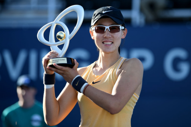 Zheng Saisai with her San Jose title | Photo: Robert Reiners