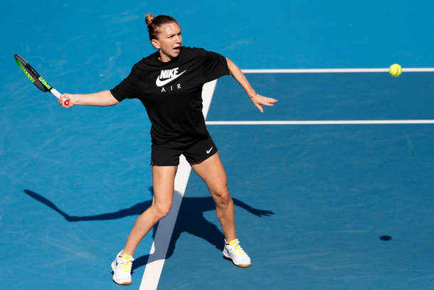 Simona Halep during a practice session in Melbourne | Photo: Darrian Traynor