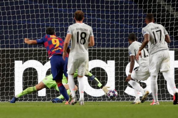 Suárez marcando al Bayern